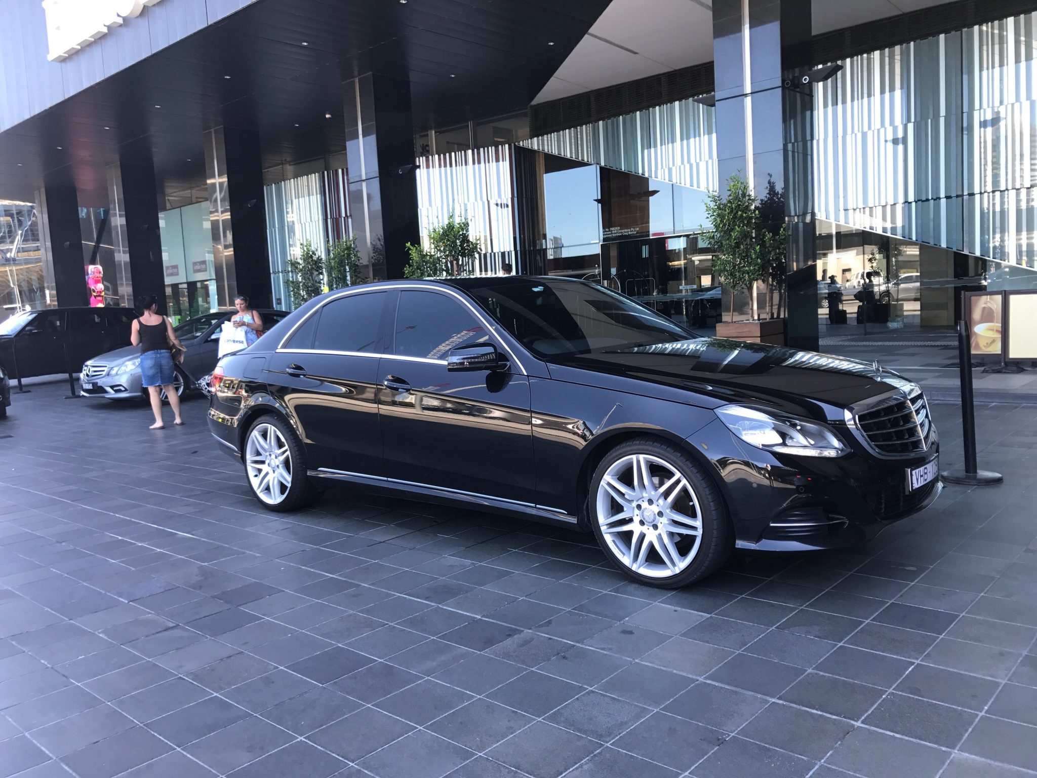 chauffeur car from Melbourne airport to hotel transfers Melbourne